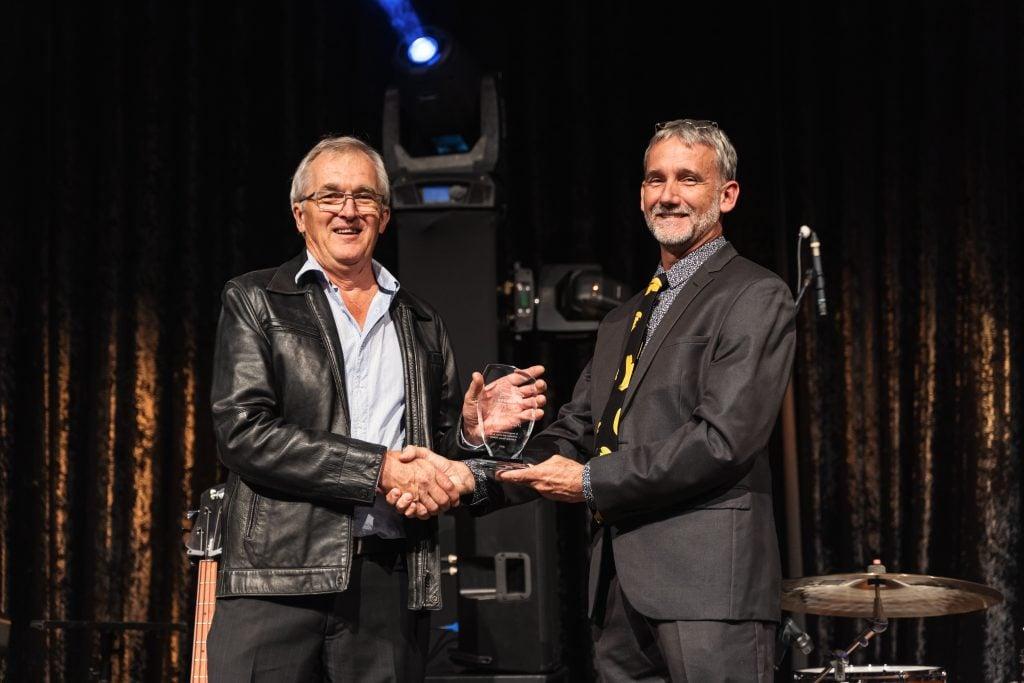 Peter Molenaar receives his award from ABGC chair Stephen Lowe.